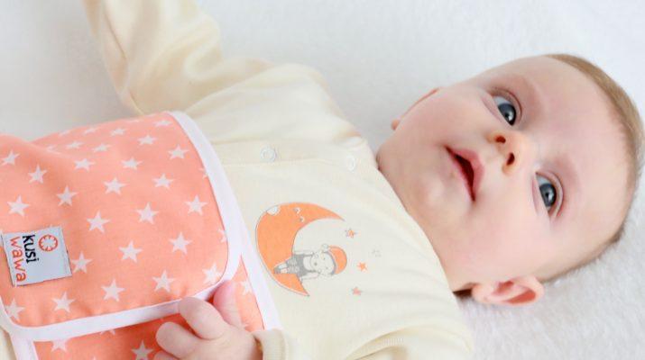 Como ayudar a un bebe a sacar gases