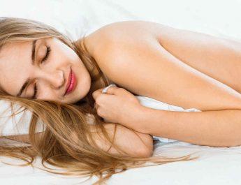 Los beneficios de dormir sin ropa